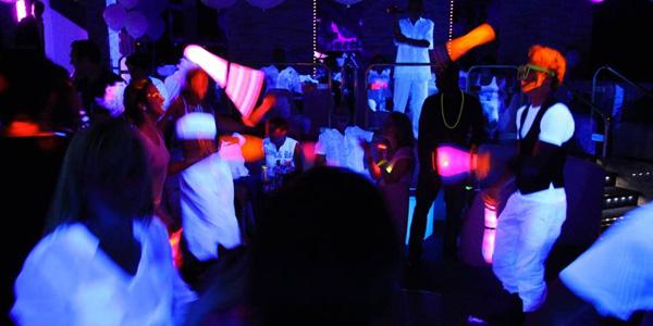 Excellent Organiser soirée entreprise fluo- Night & Day Organisation EA69